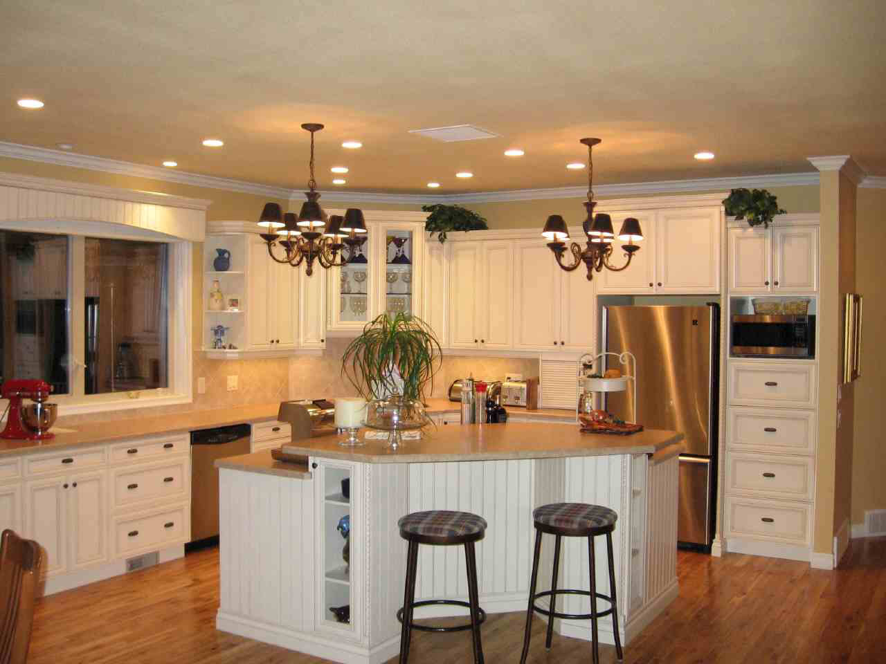 40 drool worthy kitchen island designs slodive for Country kitchen cabinets